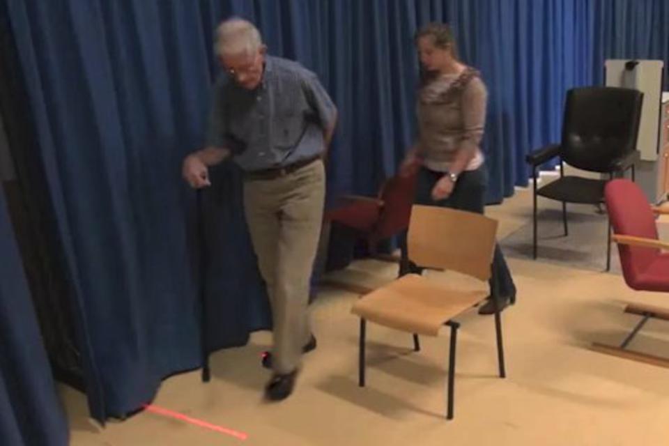 Sapatos com laser ajudam pacientes com Parkinson a caminhar
